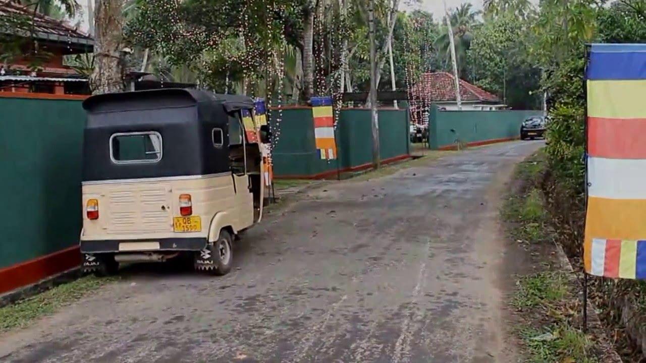 На улицах провинциального города Шри Ланки