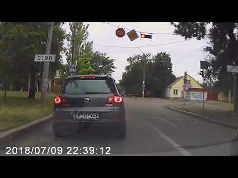 В Николаеве конфликт на дороге: таксист угрожал оружием
