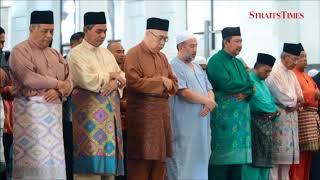 Agong performs Aidiladha prayers with 5,000 worshippers in Kota Baru