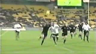 rugby New Zealand All Blacks v Figi 2002 Doug Howlett kick &