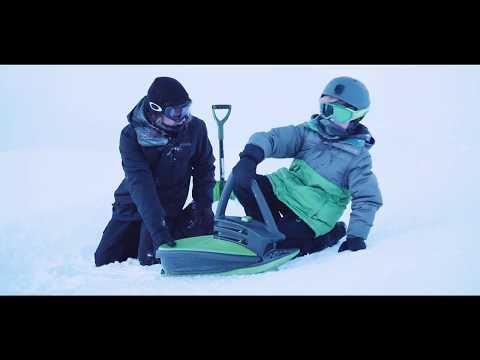 Дети катаются на снегокате Gismo Riders Skidrifter