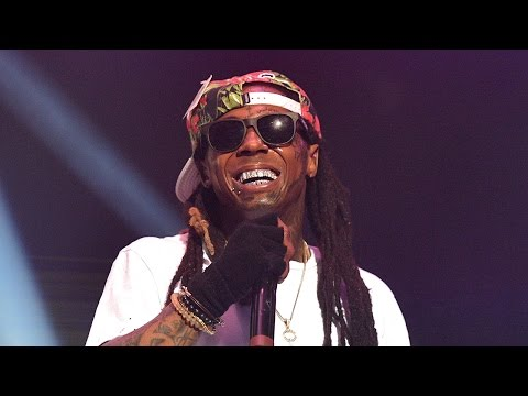 Lil Wayne Forced To Make Emergency Plane Landing After Suffering Two Seizures