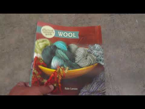 9781632500281 The Practical Spinner's Guide to Wool