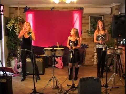 Mum and the Trumpet Girls (Tijuana Tema Para)