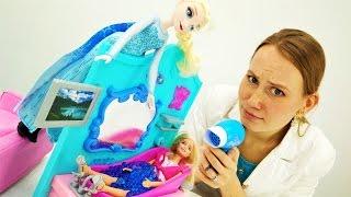 Видео для девочек. Эльза заморозила Барби!
