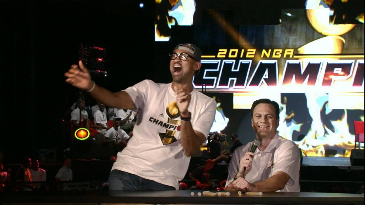 Juwan Howard shows his Dance Move