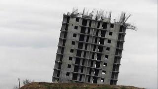 В Крыму 16-этажное здание накренилось в результате неудачного сноса (новости)(http://www.epochtimes.ru ] В Севастополе в пятницу в результате контролируемого взрыва покосилось 16-этажное строение..., 2014-12-27T14:47:44.000Z)