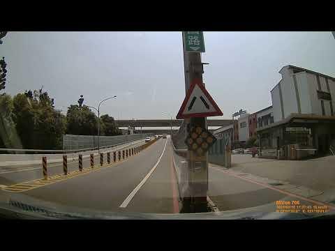 白目阿伯闖紅燈.mp4 #車禍 #事故 #合集 | WoWtchout - 你在路我在錄