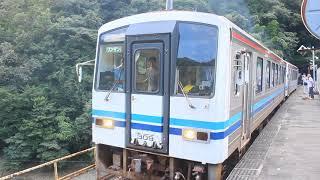 三江線 二両編成のキハ120 宇都井駅発車