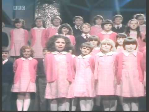 St Winifreds School Choir - Theres No-One Quite Like Grandma [totp2]