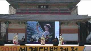 (踊り)ザ・わらべ (演奏)中村花誠、本條秀美、今井冽 (撮影)上村...