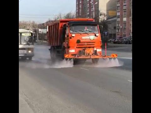 В Челябинске в пандемию начали дезинфицировать дороги перекисью | 74.RU