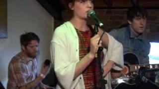 Скачать Camden Live Florence The Machine Perform Kiss With A Fist