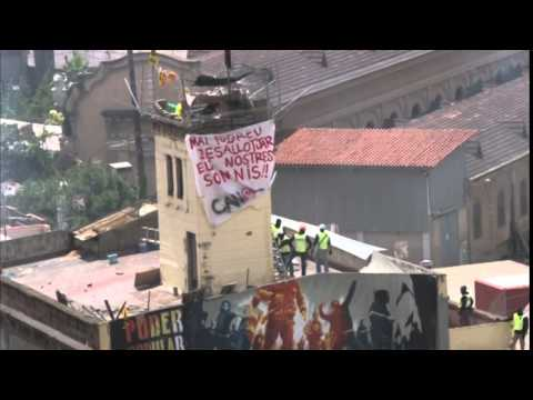 Violent protests in Barcelona over eviction of a squat in Sants neighbourhood