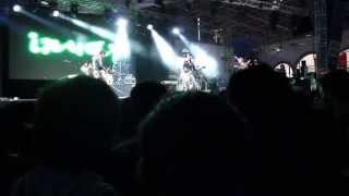 inuay - a las doce en punto [live] [crowd look]