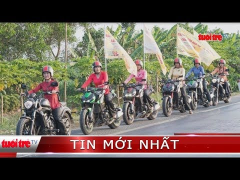 Đội nữ mặc áo bà ba lái mô tô cổ vũ lễ hội gây tranh cãi