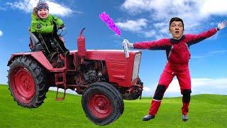 Настоящий Трактор сломался. Малыш и Папа Ремонтируют Сломанный Трактор