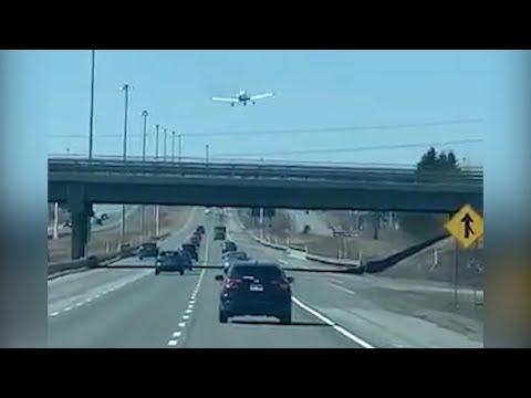 Canada, l'aereo atterra sull'autostrada: la scena è incredibile
