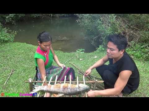 Primitive technology - Finding food skills catch big fish and cooking fish - Eating delicious