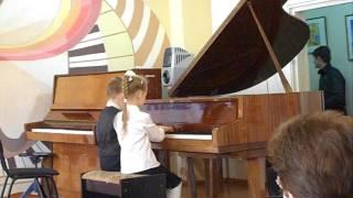 Дети 7-ми лет играют на фортепиано в 4 руки, 1-й класс муз. школы,