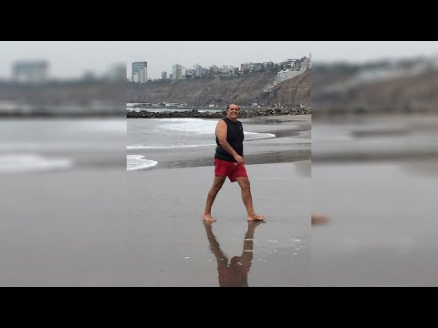 Alan García nadando