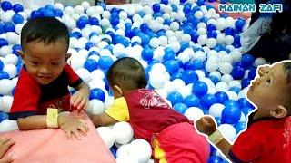 Anak Kecil Bermain Bola   Tempat Bermain Anak di Solo   Kids Play Indoor