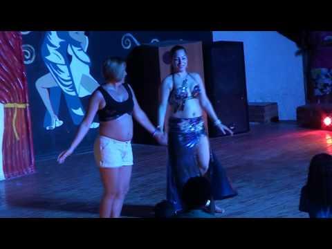 راقصه مصريه تعلم سيده روسيه الرقص الشرقى-Egyptian Dancer VS Russian Lady