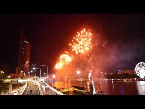 2016 new year's eve Australia Brisbane fireworks best yet...full length...lx7