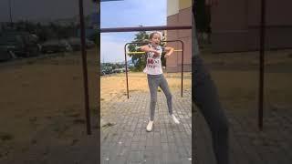 Карина танцует