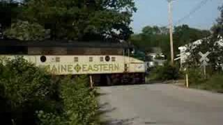 Fallen Flags: Maine Eastern Railroad FL9 #489 leaving Brunswick Maine
