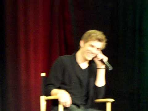 Jake Abel doing his Jensen voice at Vancouver con