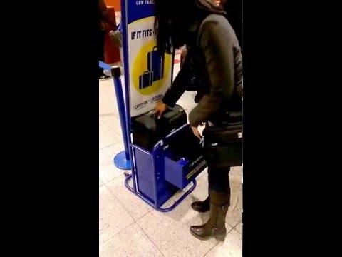 Cabin Max Copenhagen hand luggage set for Ryanair. 55x40x20 hand luggage gauge test.