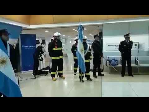 25 de Mayo: Himno Nacional Argentino en el Aeropuerto de Río Gallegos