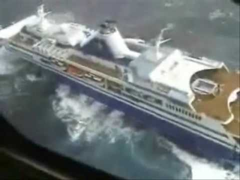 Cruise Ship In Trouble Crucero Youtube