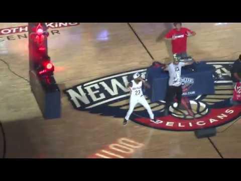 Watch Mannie Fresh, Juvenile perform at halftime of Game 3 between Pelicans-Blazers