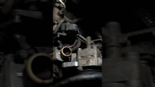 замена термостата на Volvo XC90 D5 2008 часть 3