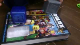 Unboxing Roblox Minifigures 2 in 1 special + Free Roblox item code giveaway! (Unboxing #14)