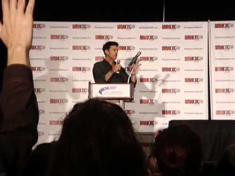 Karl Urban at Toronto's Fan Expo - Aug 25, 2013