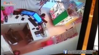 Elderly Stealing Staff s Smart Phones At Klang Parade   Malaysia Crime Focus 360