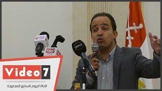 النائب محمد اسماعيل عامل حمام المطار أول من يلتقى السائح وينتظر منه التيبس