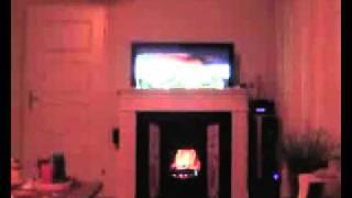 Телевизор скрыт за виртуальным камином