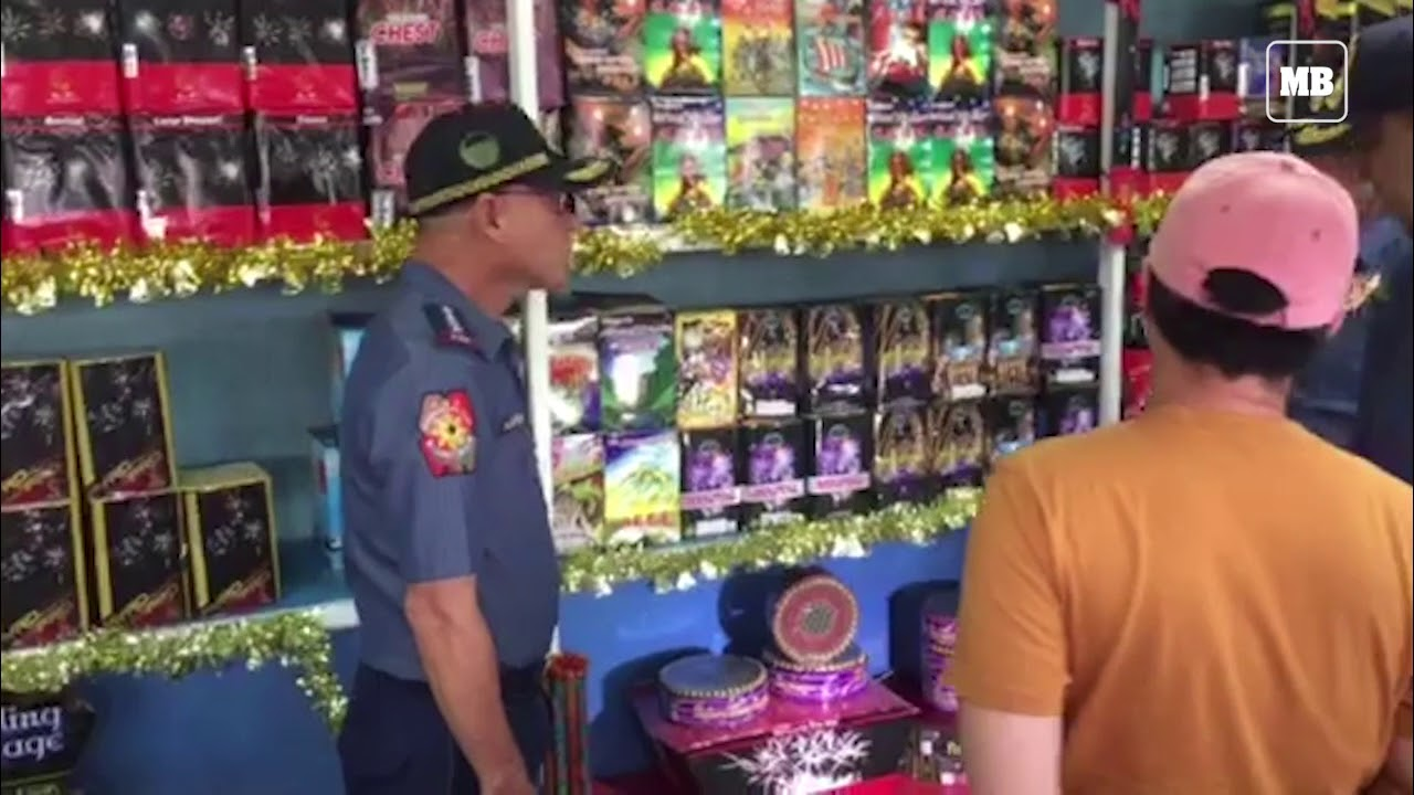 PNP Chief Oscar Albayalde inspects stalls selling fireworks in Bulacan
