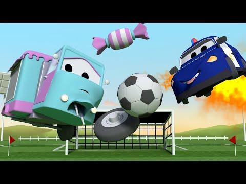 Bebé Carrie Juega Futból - Tom la Grúa en Auto City | Dibujos animados para niñas y niños