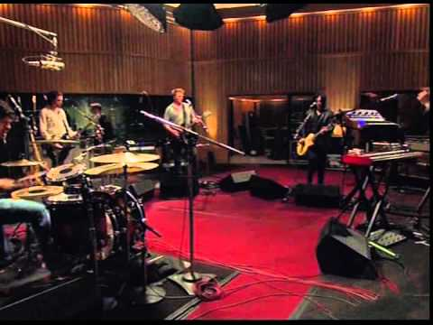Queens of the Stone Age - Millionaire (From The Basement)