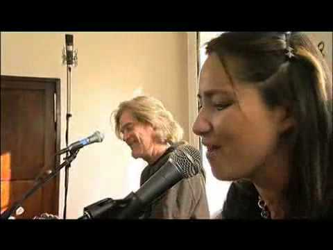 KT Tunstall & Daryl Hall [Part 1 of 5] - Something To Talk About [Live From Daryl's House]
