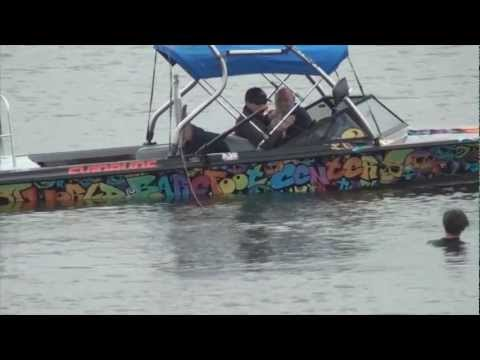BAREFOOT WATERSKIING INVERT JUMPING