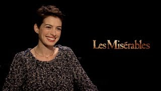 les miserables interviews jackman hathaway seyfried redmayne barks