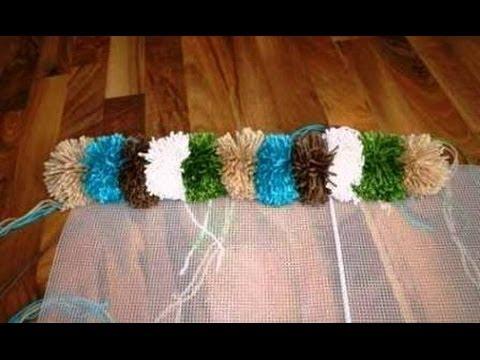 Как связать коврик из помпонов