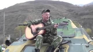 Солдат поют в чечне песню на гитаре