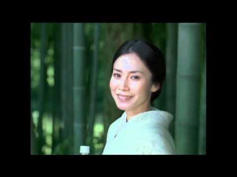 中谷美紀 おーいお茶 CM スチル画像。CM動画を再生できます。
